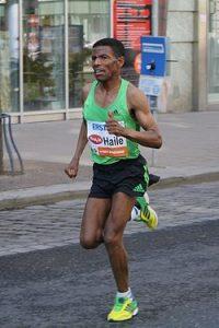 Haile_Gebrselassie_at_Vienna_City_Marathon_2011 (1)