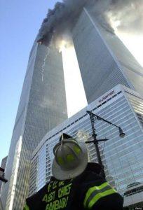 En photo : Gerard Barbara, au pied de la tour n° 2, le 11.09.2001